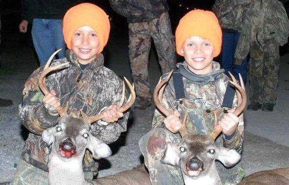 kids-hunting-deer